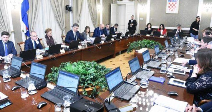 Slika prikazuje fotografiju sa sjednice Vlade na kojoj je imenovano Povjerenstvo za standardizaciju geografskih imena.